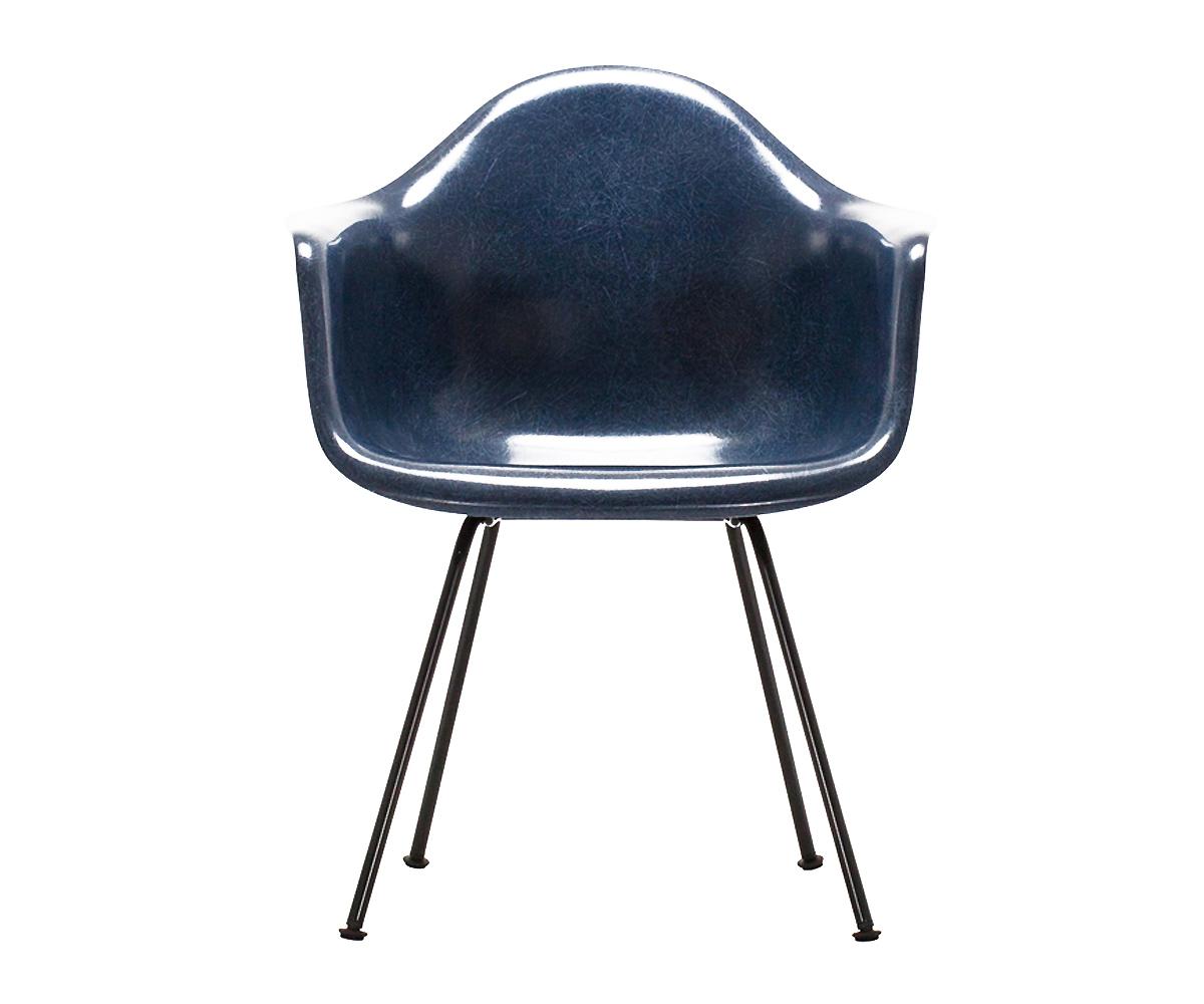 Eames-Fiberglass-Armchair-Charles-e-Ray-Eames